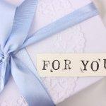 結婚式で両親へのプレゼントの人気は?相場はどのくらい?
